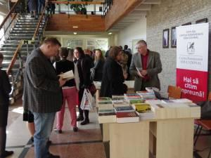 Iubitorii de carte sunt aşteptaţi la Salonul Internaţional de Carte de la USV