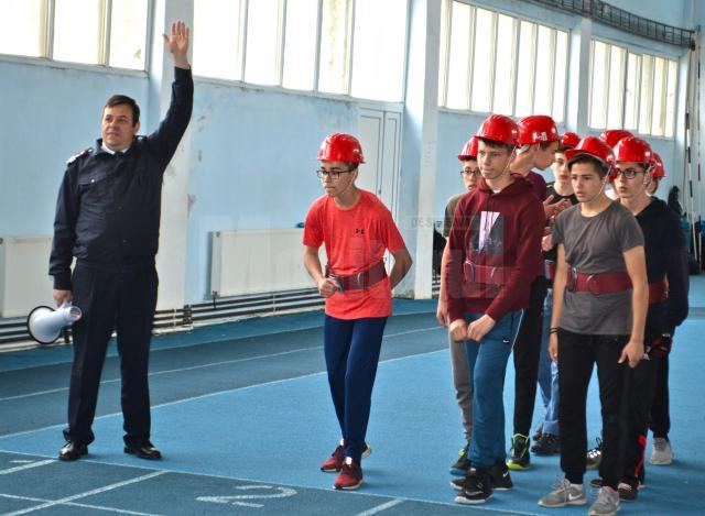 """Trofeul """"Prietenii Pompierilor"""", disputat într-o competiţie organizată sâmbătă, la Suceava"""