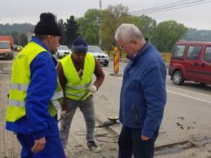 Lucrările la pod au continuat inclusiv sâmbătă și duminică, la solicitarea primarului Ion Lungu, care a verificat zilnic execuția acestora