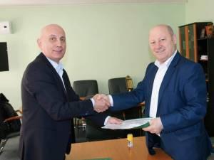 Ilie Boncheș a semnat contractul pentru modernizarea și extinderea Școlii Gimaziale Nr. 2 din Vatra Dornei
