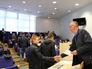 """Peste 360 de elevi au participat la Concursul """"Student pentru 1 zi"""""""