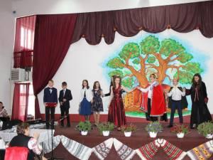 """Simpozionul Internațional """"Armonie prin joc și cânt, port și cuvânt"""", la Liceul Tehnologic """"Ştefan cel Mare"""" Cajvana"""