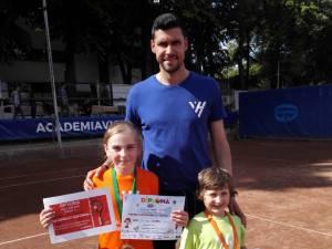 Ana Maria şi David, premiaţi de fostul mare tenismen Victor Hănescu