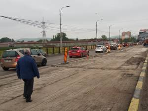 Lungu s-a declarat nemulțumit de ritmul de lucru, solicitând firmei să suplimenteze forța de muncă mobilizată în șantier, pentru a finaliza lucrarea mai devreme de o lună de zile