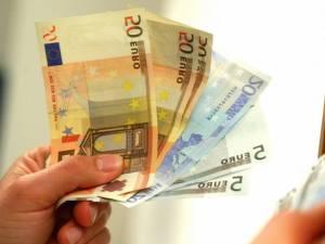 O femeie a dat mită 100 de euro pentru urgentarea programării probei practice a examenului auto. Foto: www.ctnews.ro