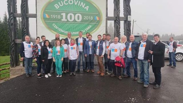 Deputatul Daniel Popescu alături de liderii USR, într-un turneu electoral în judeţele Suceava și Bistrița, și membri și simpatizanți ai partidului