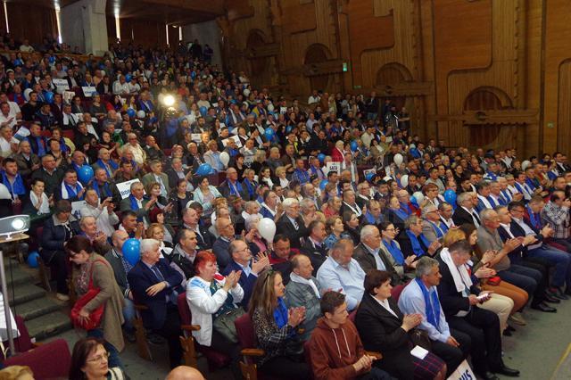 Câteva sute de membri și simpatizanţi ALDE din judeţ au venit la întâlnirea cu liderii partidului