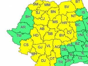 Cod galben de furtuni în Suceava şi alte 26 de judeţe, până marţi dimineaţă