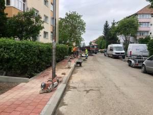Strada Viitorului, din Obcini, refăcută total, cu locuri de parcare amenajate