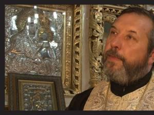 """Părintele Gheorghe Saftiuc, în Biserica """"Învierea Domnului"""" din Dolhasca"""
