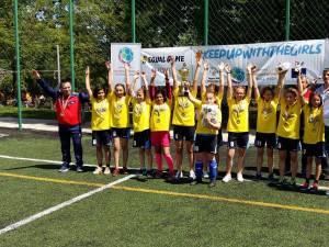 """Medalie de aur pentru echipa de fotbal unificat în 7 (fete) de la Centrul Şcolar Suceava şi Şcoala """"Miron Costin"""""""