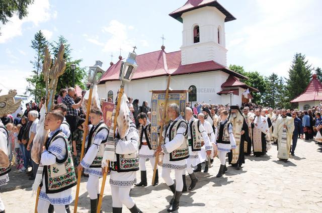 La ceremonia de înmormântare au participat peste 100 de preoţi de pretutindeni