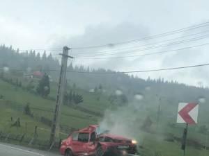 În urma impactului puternic, autoturismul a fost grav avariat