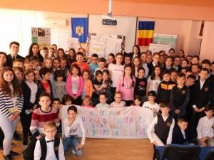 """Activităţi pentru o educaţie incluzivă, de calitate şi gratuită, la Şcoala """"Miron Costin"""" Suceava"""