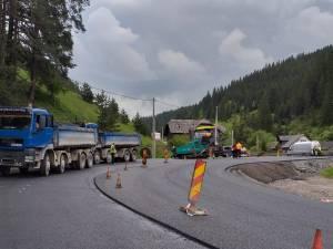 Pe DN 18 se circulă deja pe asfalt nou