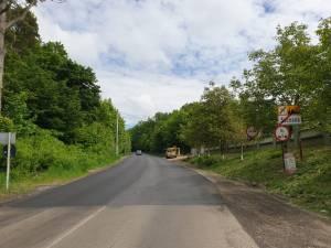 Covor asfaltic la ieșirea din Suceava spre Adâncata