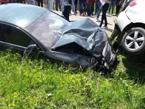 Cele două mașini Audi s-au ciocnit violent