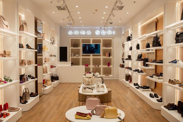 ANNA CORI, brand al fabricii de încălţăminte DENIS, a deschis un nou magazin în Piteşti