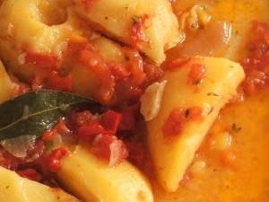 Mâncare bătrânească de cartofi cu leurdă (de post). Foto: pinterest.com