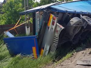 Şoferul autotrenului răsturnat la Oniceni și-a pierdut viața în urma leziunilor grave suferite