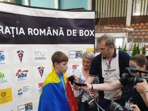 Cristian Măzăreanu, asaltat de jurnalişti la finalul festivităţii de premiere