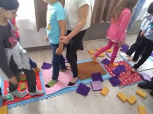 """Spectacolul """"Tapis"""", dedicat copiilor cu tulburări din spectrul autist, la Centrul Şcolar Suceava"""