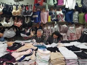 Inspectorii ANAF au verificat câteva zeci de chioşcuri din Bazarul Sucevei