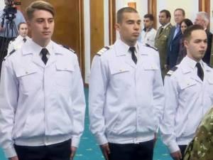 Cei trei elevi militari admiși în SUA au fost felicitați de ministrul Apărării Naționale