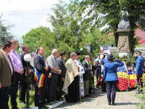 Autorităţile locale şi judeţene au depus Coroane de flori la monumentul eroilor din Liteni