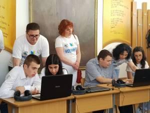 Donație de zece laptopuri pentru elevii Centrului Școlar din Suceava