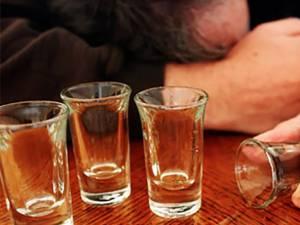 Între 10 și 15% din populație are la un moment dat în viață o problemă legată de consumul de alcool FOTO relitateatv.net