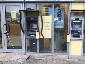 Un tânăr nervos a distrus două bancomate în Suceava