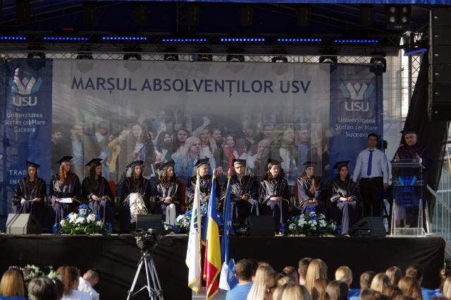 În centrul atenţiei tuturor au stat cei 10 şefi de promoţie ai celor zece facultăţi de la USV
