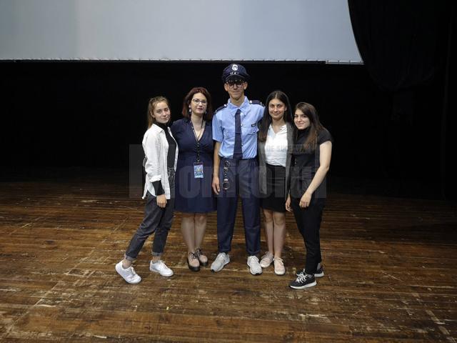 """Trupa de teatru francofon """"L'Écho"""" a Colegiului Economic """"Dimitrie Cantemir"""" Suceava"""