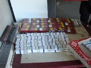 Aproape 300 de pachete de ţigări, ascunse în cutii de prăjituri, au fost descoperite de poliţiştii de frontieră suceveni din Punctul de Trecere a Frontierei Siret