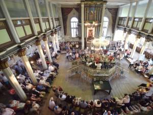 Sinagoga din Fălticeni şi-a deschis uşile pentru publicul iubitor de artă