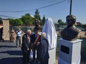 Dezvelirea bustului lui Mihail Kogalniceanu de către primarul Ioan Pavăl și academicienii Mihai Cimpoi și Eugen Simion