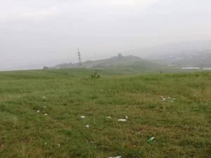 Zona igienizată în prima parte a lunii mai, transformată în groapă de gunoi de mai mulţi petrecăreţi