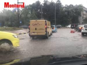 Inundatii pe strazile Sucevei, ca urmare a ploilor torentiale de marti