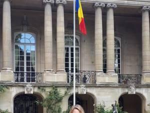 Mădălina Hostiuc, la Ambasada Romaniei la Paris