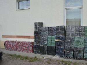 Țigări de aproape 80.000 de euro capturate în weekend de polițiștii de frontieră
