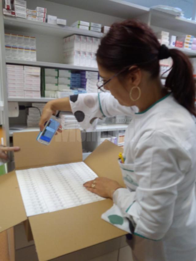 Procesul de scanare a medicamentelor pentru verificarea autenticităţii