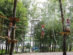 În parcul de aventură din Fălticeni au fost deschise două trasee noi de escaladă