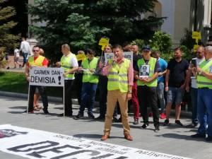 Protestatarii au cerut demisia ministrului Carmen Dan