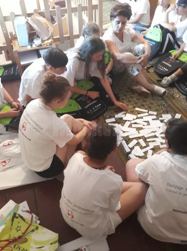 """15 adolescente din centre de plasament au participat la tabăra de vară ,,Spune Stop Traficului de Persoane"""""""