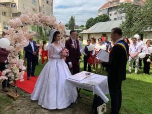 Viceprimarul Lucian Harșovschi a oficiat 21 de căsătorii, unele internaționale, la finele săptămânii trecute