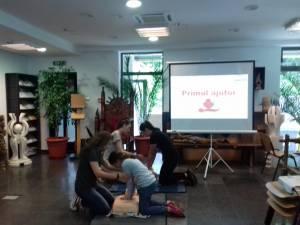 """Curs de prim ajutor organizat de Asociația Culturală """"Sfântul Mitropolit Dosoftei"""" și Asociația Tinerilor Ortodocși Suceveni"""