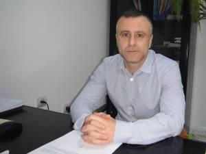 Şeful Serviciului Impozite şi Taxe din cadrul Primăriei municipiului Rădăuţi, economistul Silviu Ursescu