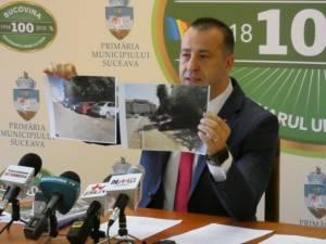 Lucian Harșovschi a prezentat diferența dintre locurile de parcare modernizate și cele a căror modernizare a fost blocată timp de doi ani