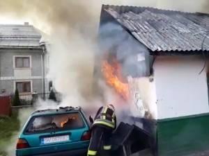Focul a distrus pe interior casa bătrâneasca și, în mare parte, și mașina
